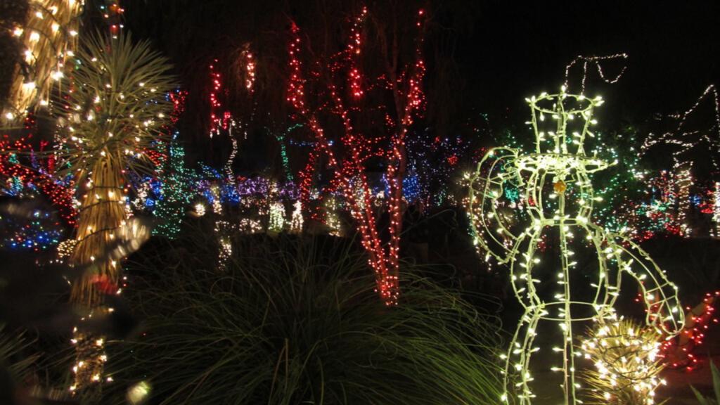 10 Best Places To See Christmas Lights In Las Vegas Real Estate Las Vegas